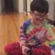 【子供の発想力は無限大!】グラグラした乳歯を取る方法が斬新な男の子
