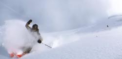 撮影方法の革命!? iPhoneを振り回しながら滑るスキーの自画撮りが素晴らしい!