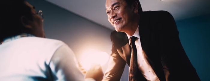 演技派俳優、遠藤憲一が出演するアドリブCMが面白いと話題に…!