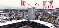 【サッカー】スタジアム横の高さ74mのビルからセンタリングをあげた結果……!?【挑戦】