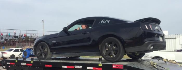 【想像以上の爆発力】車のタイヤがバーストする衝撃映像に驚きを隠せない!