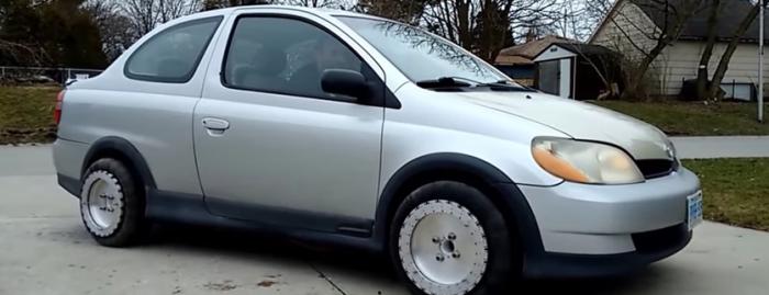 なにこれ凄い! 滑るように横方向に動くタイヤが発明される!