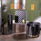 【実験】鉄より強いカーボンファイバー(炭素繊維)は油圧式プレスで押し潰すことができるのか?