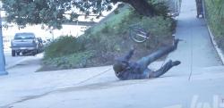 【イタズラ】これはかなり危険! 自転車を盗んで坂道を下っていく泥棒に制裁!