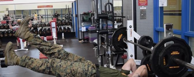 【衝撃のラスト】無重力なの…!? 自重トレーニングが凄すぎるアメリカ海兵隊員!
