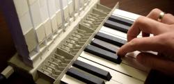 これで弾けるの!? すべて紙で作られたオルガンが話題に…!