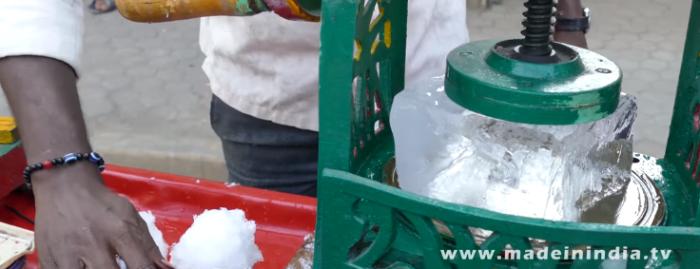 インドのかき氷屋が想像を絶してカオスすぎると話題に……いったい何味なんだ?