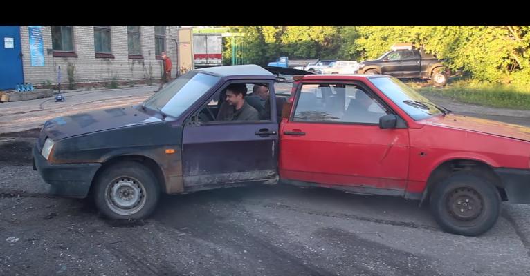【おもロシア】車三台を合体させてみた! 果たしてどんなふうに走るのか!?