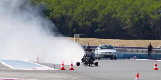 水噴射ぶっ飛びバイク……なんと0.5秒で100km/hまで加速!!