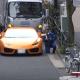 【インスタントカルマ】信号無視のランボをママチャリで検挙した警察官!