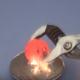 【実験】1000度超えの鉄球を大量の火薬の上に置いた結果……!?