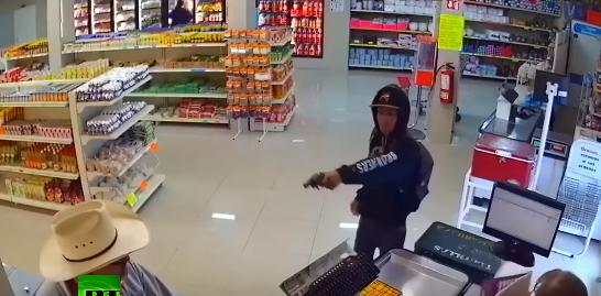 【ヒーロー】おじさんカウボーイがピストルを持った強盗をシバいて撃退!!