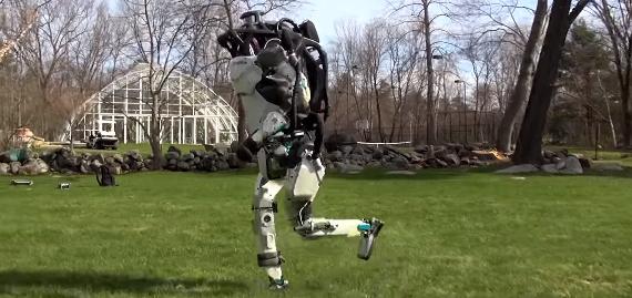 【近未来】二足歩行ロボット、もはや人間と同じように走る
