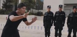 【世界で話題】中国警察が教える「ナイフを持った暴漢に襲われた時の護身術」が面白すぎる!