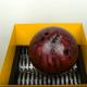 【実験】強力シュレッダーでボーリングの球は破壊できるのか?
