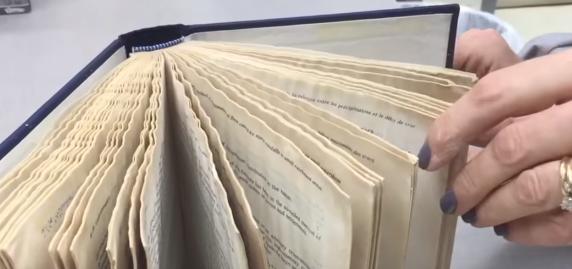 【ライフハック】びしょびしょに濡れた本をきれいに元通りにする方法!