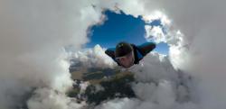 【GoPro】ウィングスーツで雲の洞窟の中を飛ぶ映像が信じられないほど美しい