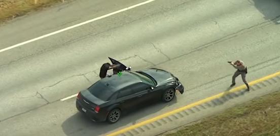 【閲覧注意】犯人と至近距離で撃ち合う米国警察……一方が射殺される…