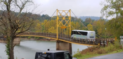 10トン制限の橋を重量オーバーの大型バスが渡った結果……