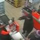 【ロシア】強盗に銃を突き付けられても無視してレジの客を優先する店員