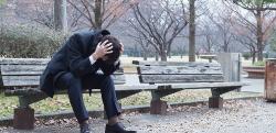 高校生の娘が彼氏(25)を連れて来た→ 俺「働いてるの?」彼氏「はい」名刺スッ → 俺、号泣……