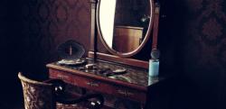 【怖過ぎ閲覧注意】……こっちで遊ぼう……「鏡の中のナナちゃん」