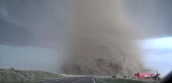 米、コロラド州で撮影されたトルネードが想像を絶している! この世の光景とは思えない!