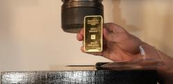 【実験】455万円相当の純金1kgを油圧式プレスで潰してみた結果……!?