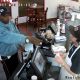 警察が公開! 強盗に銃を突きつけられても顔色ひとつ変えない店員【アメリカ・カンザス州】