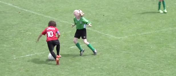 ネイマールが激賞! 12歳の天才サッカー少年のプレーが異次元!!