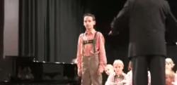 【神業】世界で10人も歌えないといわれている歌を歌う少年