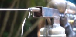 【実験】怖すぎる武器! 溶かした金属を発射する水鉄砲……!?