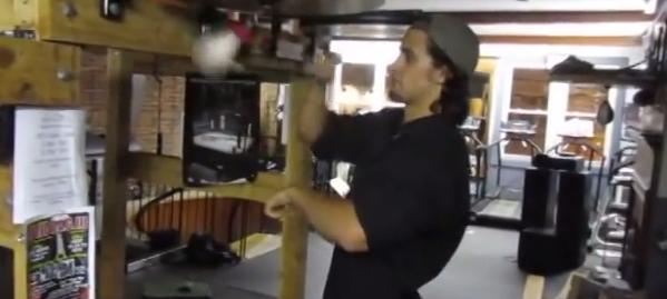 上級者のパンチングボールが凄すぎる! BGMに合わせてまるで打楽器!!