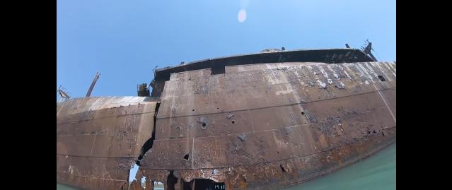 【ロマン】朽ち果てた廃船「エヴァンゲリア号」の中をカヤックで探検してみた!