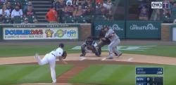 【野球】MLBでミラクルプレー! まさかのバントでホームランが飛び出す!