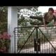 驚くべき身体能力! ジャッキー・チェンの門、壁、フェンス越えをご覧あれ!