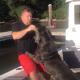 【ハプニング】船上で愛犬におやつをあげようとした結果、大変なことに……!?