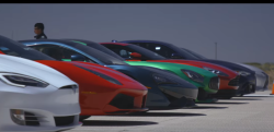 勝者はあの車!? 世界のスーパーカー、スポーツカーを集めてドラッグレース!