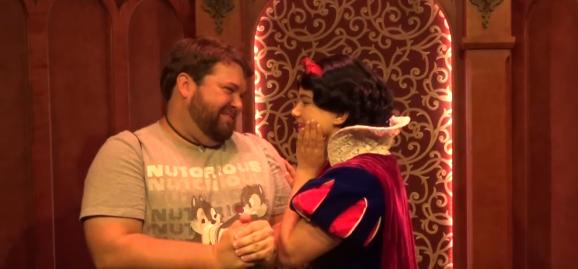 プリンセスたちの前でディズニーキャラの完璧な声マネを披露してみた!