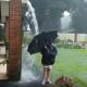 閲覧注意の衝撃映像! 滝のように流れる雨水を傘で受け止めていると……まさか…!?