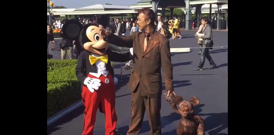 【ディズニー】ウォルト(創始者)の仮装をしてミッキーマウスに会いに行った結果……!?
