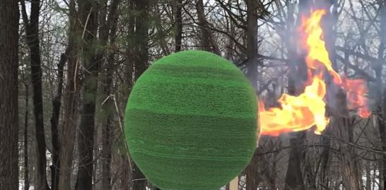【火の玉】42,000本のマッチで作ったボールに火を付けてみた!!