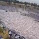 信じられない衝撃の自然現象! 暴力的に流れる「石の川」