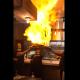 レストランのパフォーマンスのオチが衝撃的すぎて全世界が爆笑!