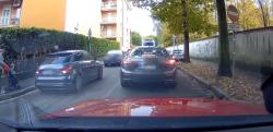 【インスタントカルマ】渋滞を避けて反対車線を走り抜けようとした車に天罰が……!!