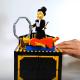 ここまで再現できるのか!? 女性が空中浮遊するイリュージョンをレゴで作ってみた!