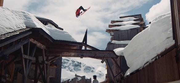 屋根の上を縦横無尽に滑るプロスキーヤーの映像が気持ち良過ぎる!!