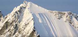 【衝撃アクシデント】絶壁のような雪山を500mも転がり落ちてしまったスキーヤー